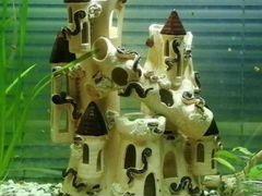 Замок в аквариум