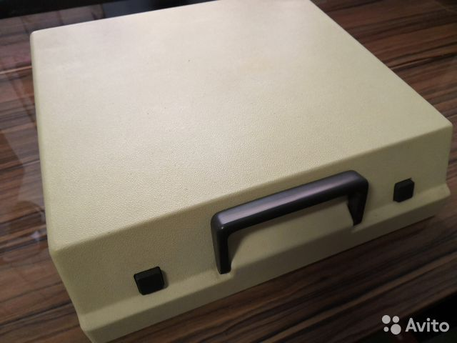 Пишущая машинка Unis tbm de Luxe